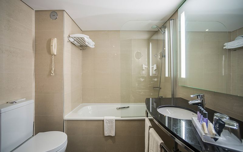 Vila Gale Cascais hotel bathroom