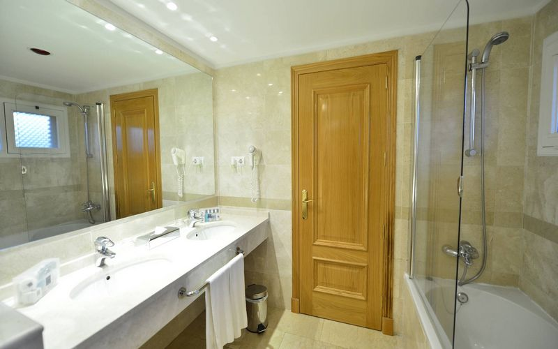guadalmina resort bathroom malaga