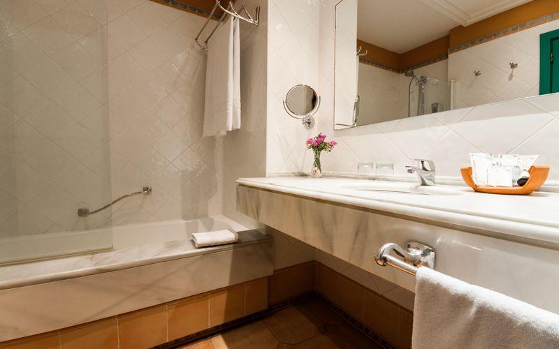 alicante golf hotel bathroom