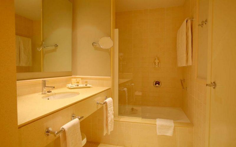 hotel valle del este spain bathroom