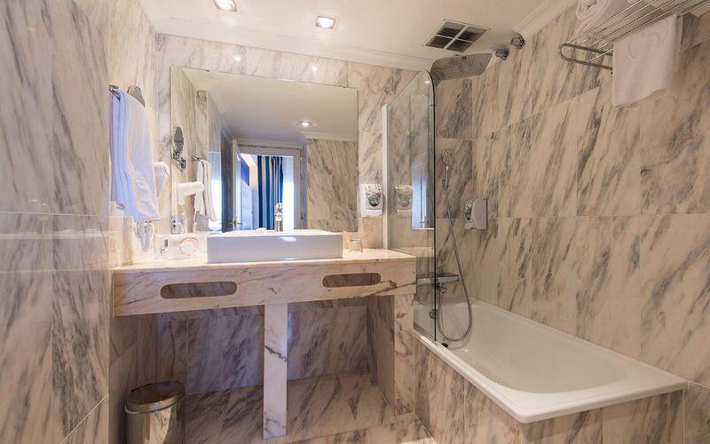 Marina Portals Bathroom Mallorca