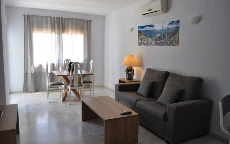 flatotel international golf apartments living room