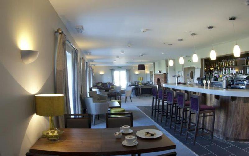 lodge at prince's golf bar