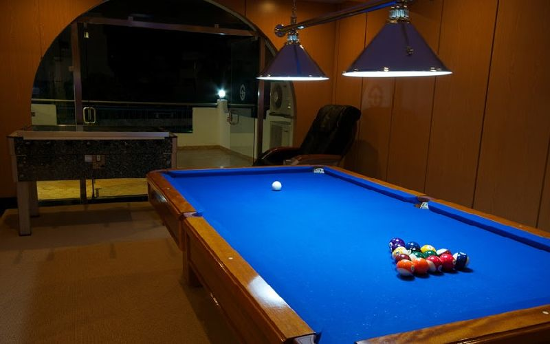 tropical sol golf hotel pool table