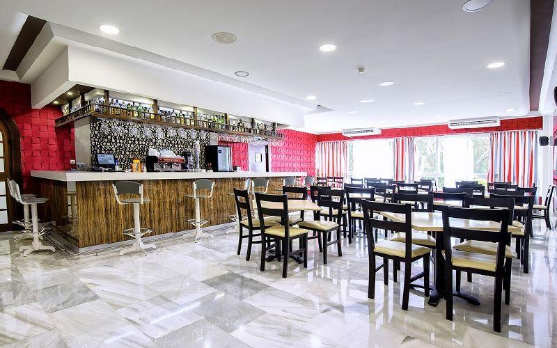 Flatotel International Golf Hotel Bar