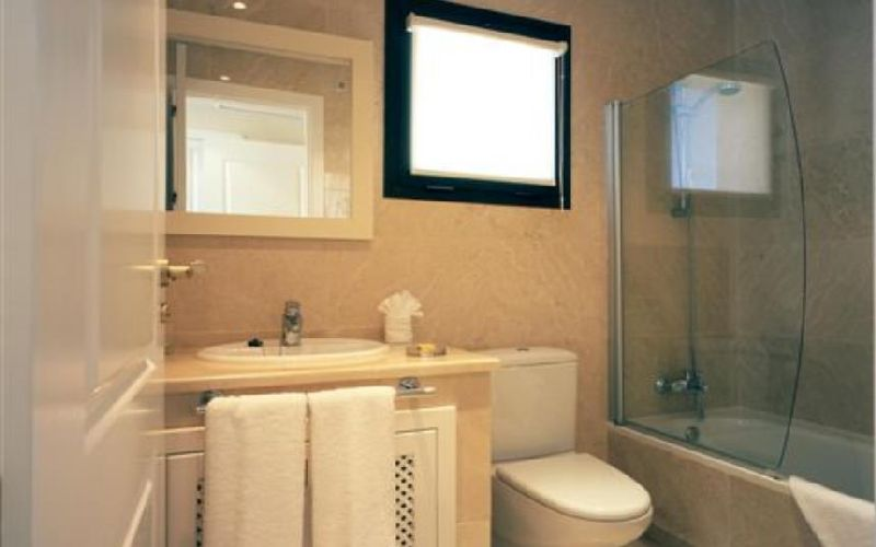 roda golf & beach resort bathroom