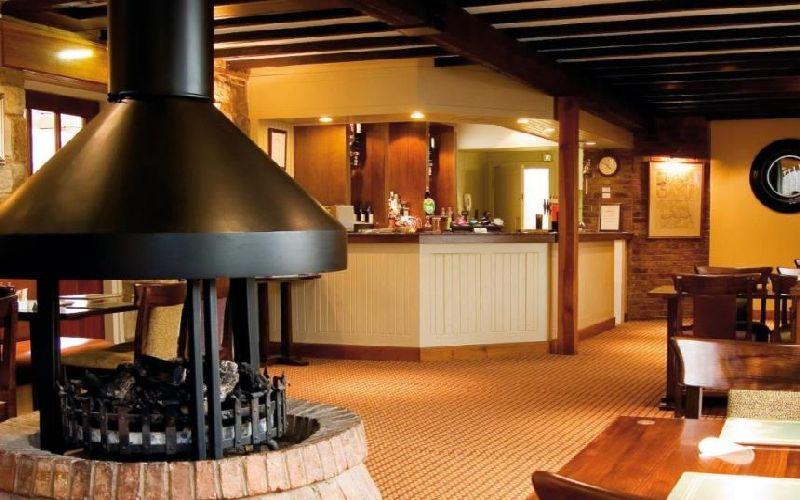 linden hall golf resort bar