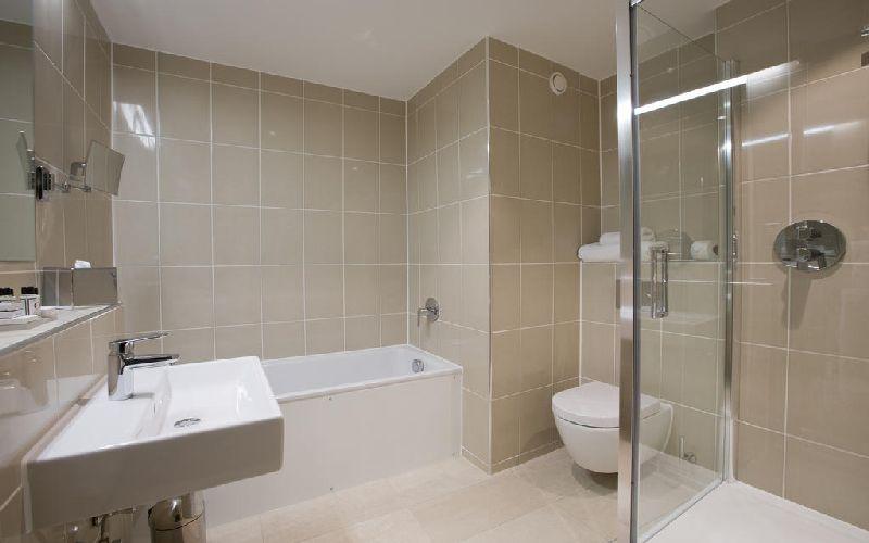 sandford springs golf resort bathroom