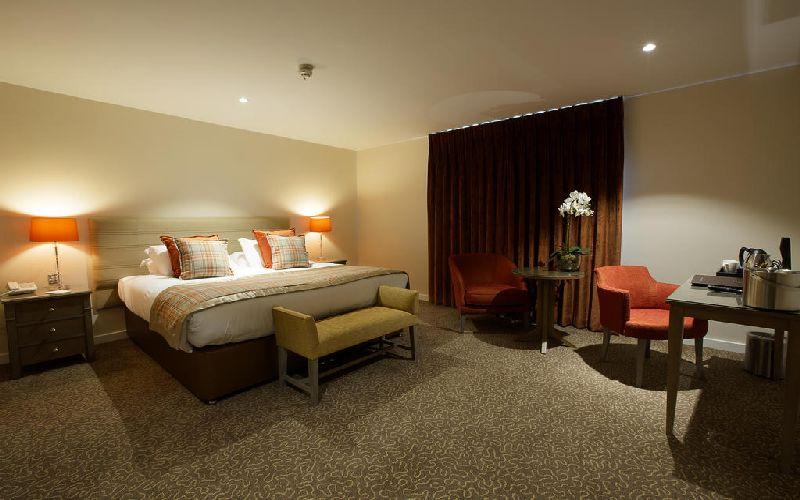 sandford springs golf resort bedroom