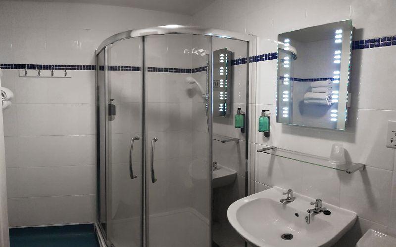 the dorset golf resort hotel bathroom