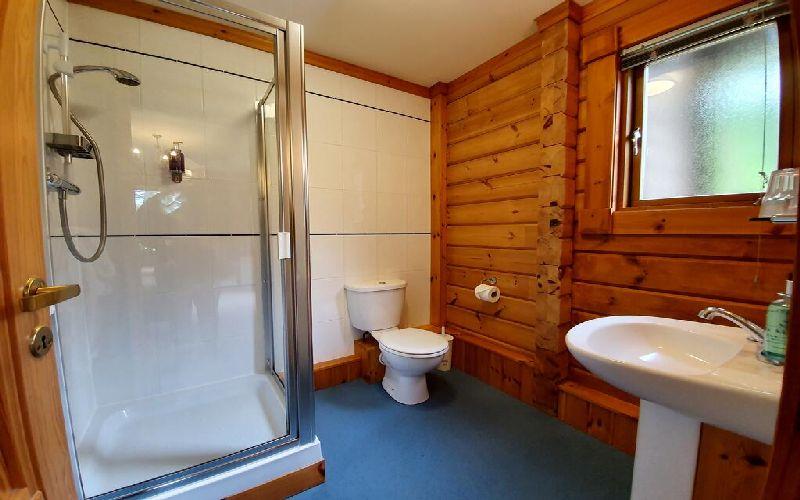 the dorset golf resort lodge bathroom