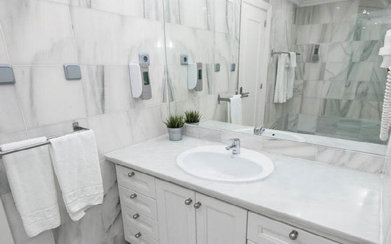 Flatotel International Golf Hotel bathroom