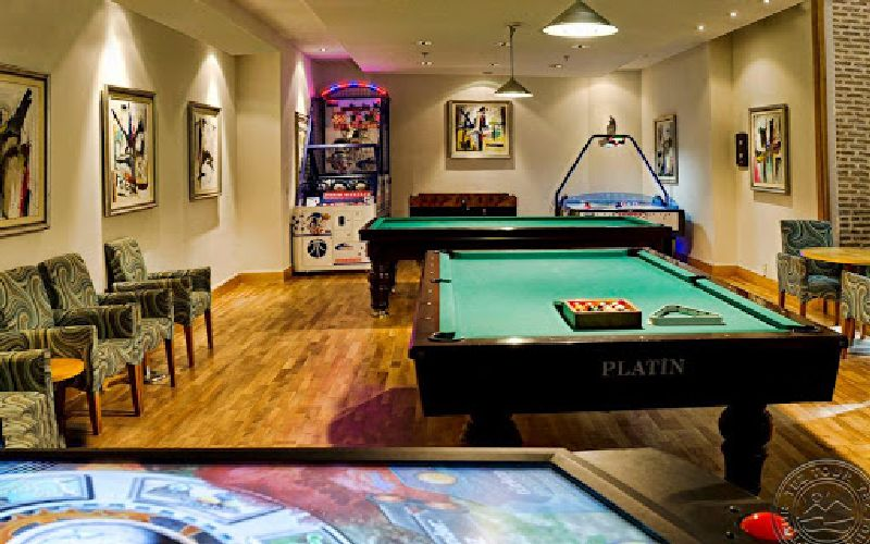 gloria verde golf resort pool table