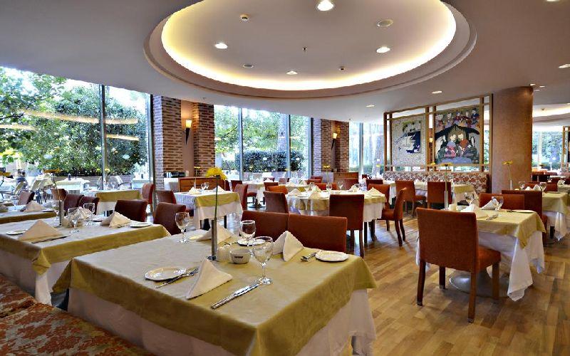 gloria verde golf resort restaurant