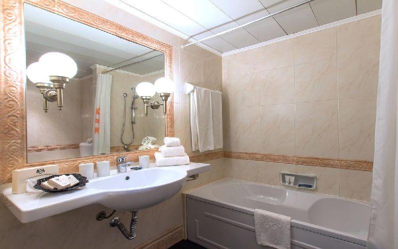 dom pedro vilamoura golf hotel bathroom