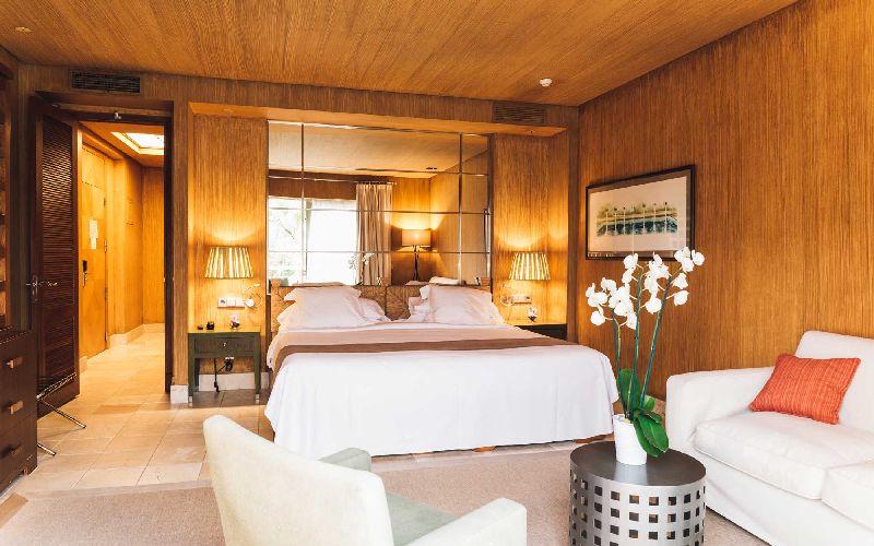 rio real golf hotel bedroom
