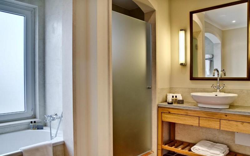 camporeal golf resort bathroom