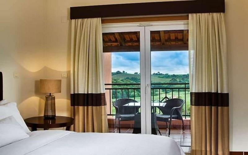camporeal golf resort bedroom