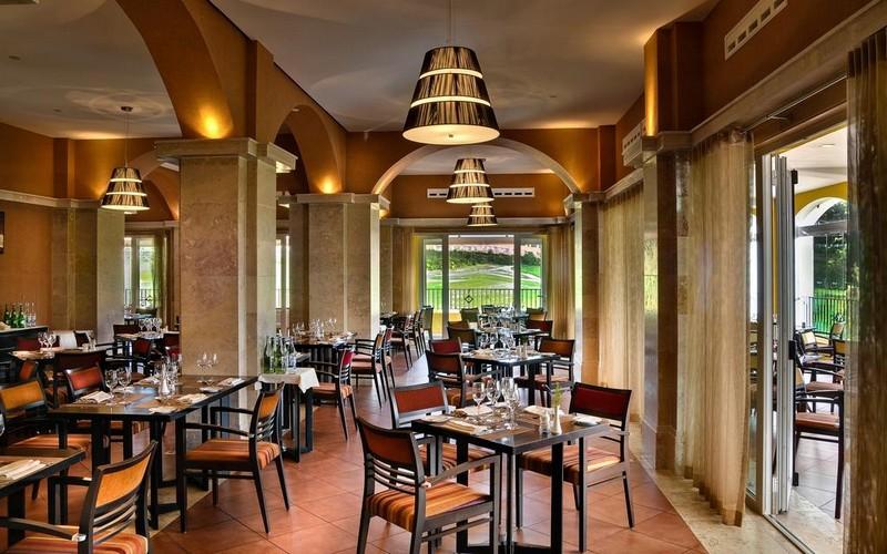 camporeal golf resort restaurant