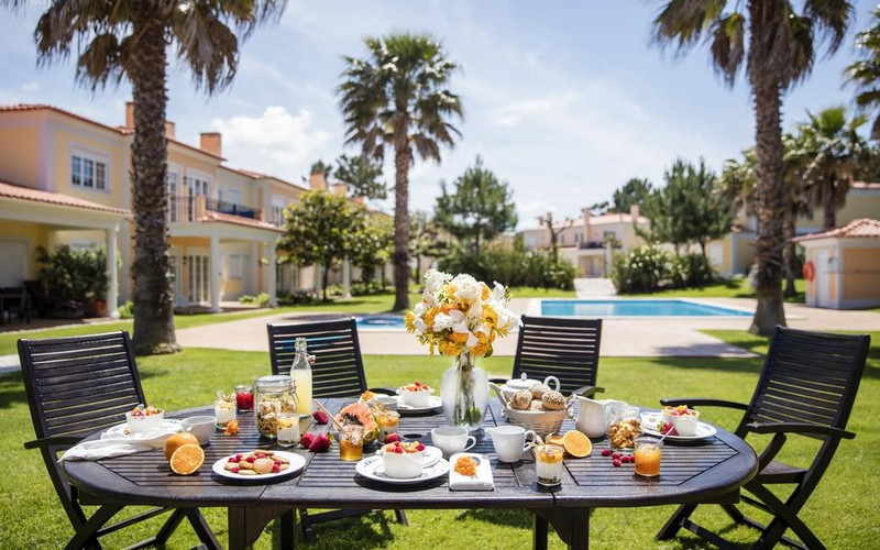 village praia d'el rey golf resort terrace table