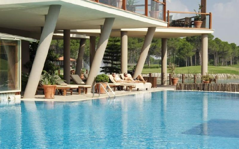 sueno-hotels-golf-outdoor-pool