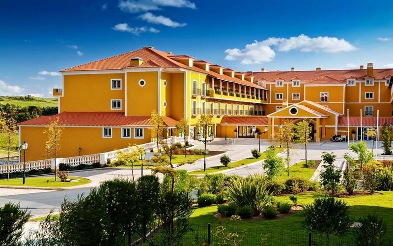 camporeal-resort-entrance