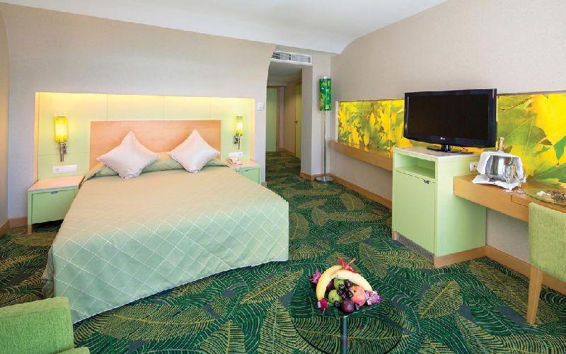 cornelia-de-luxe-resort-bedroom
