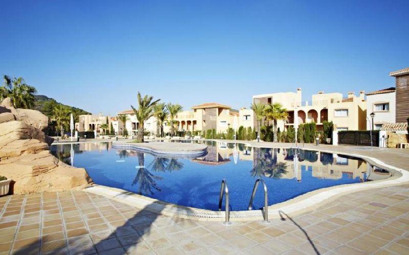 las-lomas-village-pool-2