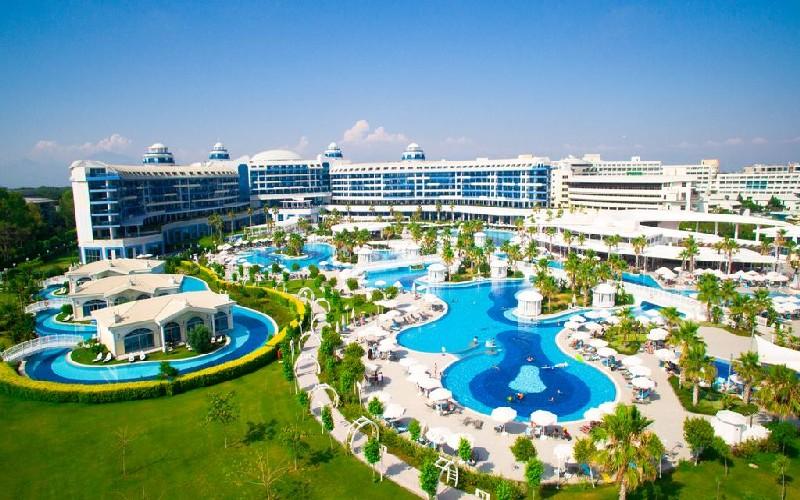 deluxe hotel aerial
